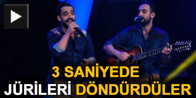 O Ses Türkiye'de Artvin'li İkizler 3 Saniyede 4 Jüriyi İşte Böyle Döndürdü!