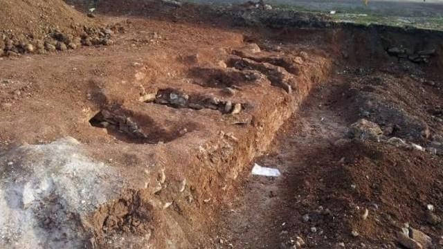 K��lada 6 mezar ve insan kemikleri bulundu