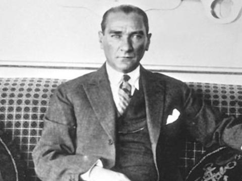 """Atatürk'ün Soy Ağacı """"Atatürk ve Çocuk"""" Kitabında!"""