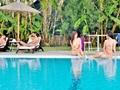 Rodos adasında çıplaklar oteli