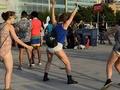 New York'ta pantolonsuz dans günü