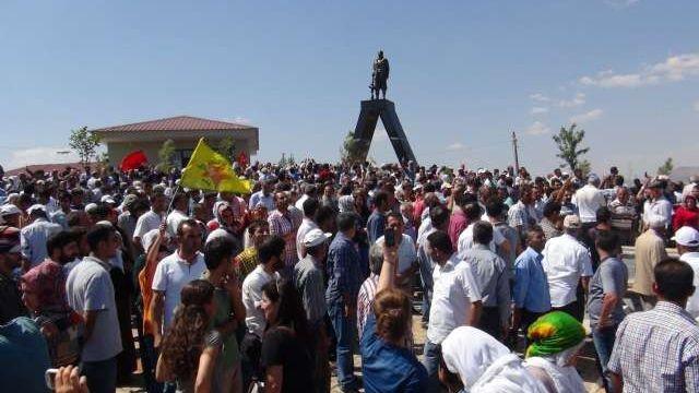 Lice'deki PKK'lı heykeli kaldırıldı
